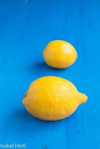 Zitronen auf Blauen Hintergrund