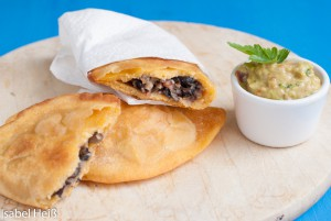 Empanadas (Teigtaschen) mit schwarzen Bohnen
