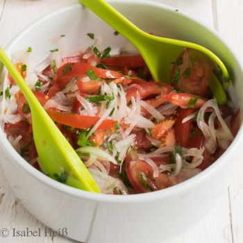 Tomatensalat nach chilenischer Art