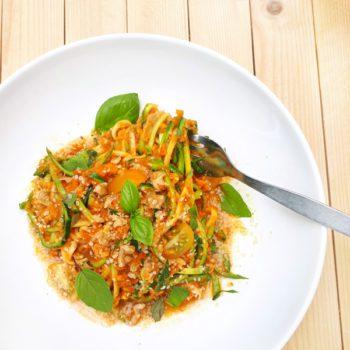Zucchini- Nudeln (Zoodles) mit Kürbis- getrocknete Tomaten- Soße