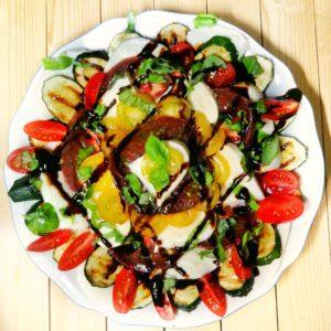 Tomaten- Mozzarella- Salat mit angebratenen Zucchini